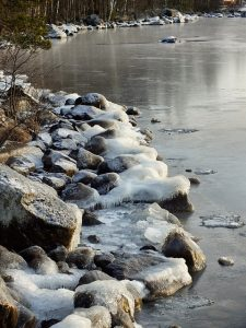 3 Reasons to Purchase Your Waterfront Property in the Winter